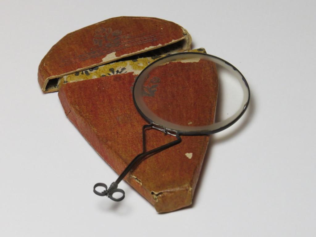 Nuremberg - magnifier - paper case