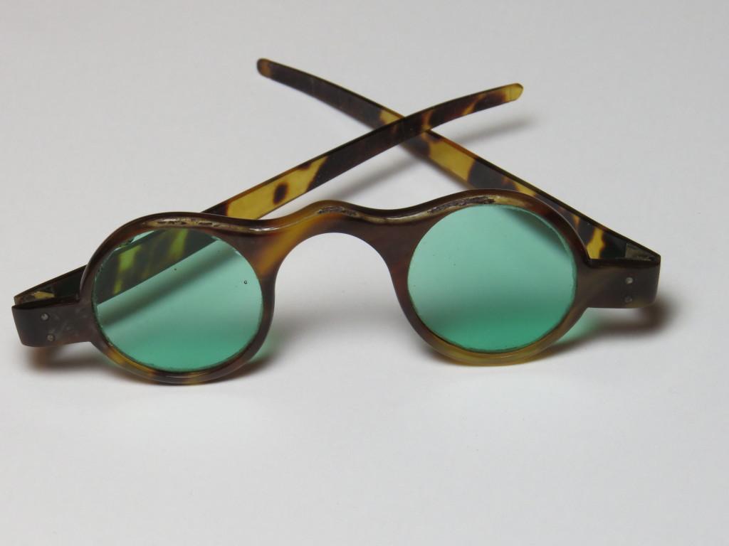 Tortoiseshell - tinted lenses - BEAUTIFUL
